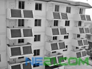 安装在阳台斜面上的嵌入式太阳能装置,主要用于供热。