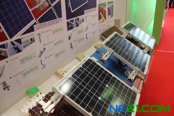 山亿新能源展出500tl逆变器及光伏支架系统