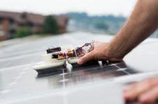 Putzroboter-auf-Photovoltaikanlage-Copyright-Hochschule-Luzern-Martin-Vogel.jpg (226×150)
