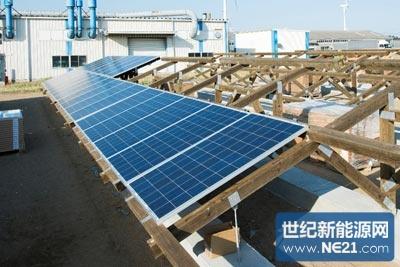 太阳能电池板与方材的固定使用专用五金和两颗螺钉(图10,11).