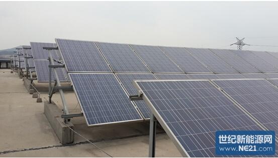 """3月20日,国家发改委、国家能源局联合发布《关于改善电力运行调解促进清洁能源发满发的指导意见》,以政策形式进一步推动以分布式光伏电力为主要的新能源建设。而根据能源局公布数据显示,截止目前为止,浙江省分布式光伏电站装机容量已有700兆瓦,约合月发电量8400万千瓦时,年发电量10亿零800万千瓦时电力,成为国内分布式光伏电站装机容量第二的省份(第一位为江苏省,850MW)。浙江省较高程度的洁净空气,很少受到雾霾的影响,同时加以大工业及商业较高的电价,企业分布式光伏电站的建设与成功并网,以""""发电用"""