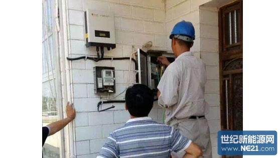 一、电站概况: 项目地点:南京市六合区马鞍街道 装机容量:3000Wp 项目意义:分布式光伏电站让当地居民对光伏发电有了深刻的了解 承建方:南京聚阳新能源有限公司 项目起止时间:2015年8月14日到2015年8月15日 进展情况:已完成施工安装成功并网,进入售后服务阶段 二、现场勘测事项: 1,屋顶结构:琉璃瓦及水泥平顶结构。 2,勘测事项:屋顶面积45平米,屋顶尺寸为大南面5M*6M,小南面6M*2M。 3,安全问题:屋顶琉璃瓦下面是木梁,整体安装难度大。 4,安装方式:采取铝合金支架,不锈钢304挂