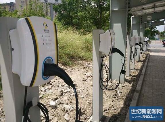 """电动汽车""""太阳能充电桩"""" 在上海江湾五角场亮相"""