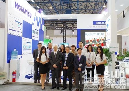 小松制作所中国总代表兼小松中国董事长市原令之到展台视察并与全体工作人员合影