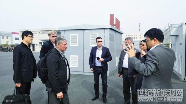 冰岛客人参观湖北追日电气生产基地1