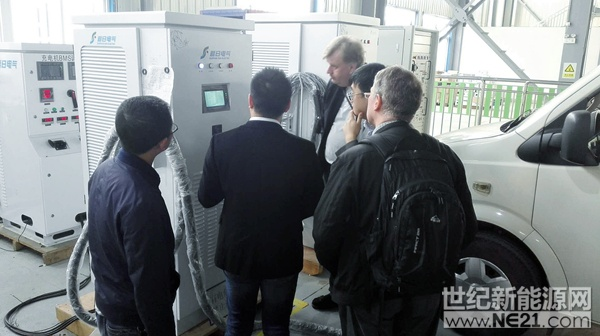 冰岛客人参观湖北追日电气生产基地2