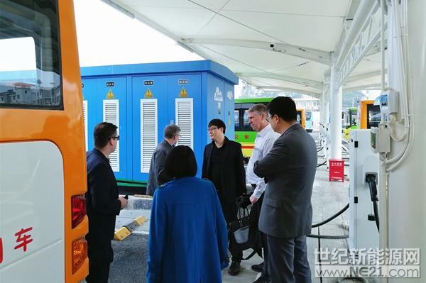 冰岛客人考察来宾充电站项目 (2)