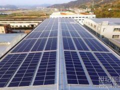 2310块光伏电板组成屋顶光伏发电站 一年可减排647.8吨二氧化碳