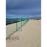 西北建设分布式光伏电站围网 精准扶贫光伏项目围栏