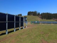 德国电力供应商测试垂直农光一体化系统
