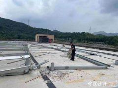 宁波打着安装太阳能的幌子进行违法加建,拆!